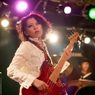 Supporting female bass player of ManyCuRe.