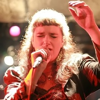 Singer Lynne Hobday of Ray Trak performing.