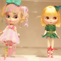 Fairy*Kitten messie's¹ 6%TOKIDOKI (left) and Anna Chambers Blythe dolls (right).