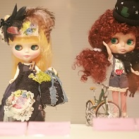 The Blythe dolls designed by J&COMPANY (left) and Laundry (right).