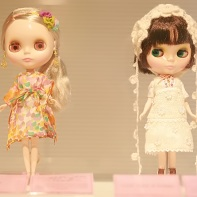 Blythe dolls created by Milly (left) and Earth Music & Ecology.