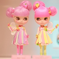 The Blythe doll twins Trixie Belle and Moxie Belle designed by Junie Moon.