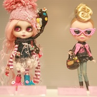 A doll designed by beans+ (Studio-UOO!) and a Hysteric Mini Blythe doll (right).