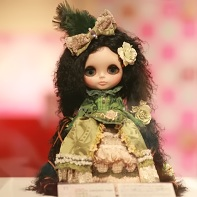 Another Blythe beauty contest participant by Tomoko Katayama (片山智子) with her doll Rose of Versailles.