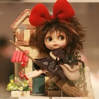 Cojicoji & Camomo (古事古辞&花桃) created this Little Witch Blythe doll for the beauty contest.