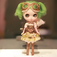 The steampunk-inspired Time Traveler Jade Blythe doll by the American team Feonalita and MixiMichi.