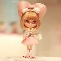 The White Cat Girl CHELSEA! is Apurico's Blythe doll for the beauty contest.