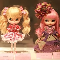 Heart E's Candy Blythe doll (left) and Bubujojo's doll (right).