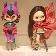 An Evangelion-inspired doll by Muchacha (left) and a weird Blythe doll by Kenzo (Studio-UOO!).