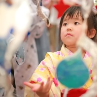 Another Japanese child mesmerized by the hand-made decorations.
