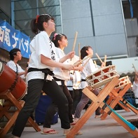 A very intense performance of Japanese drummers on one of the stages.