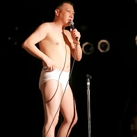 At one point of his performance Minoru Torihada undressed and continued with his parodies.