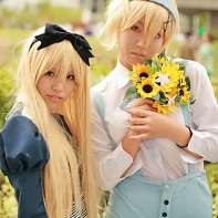 Two cosplayers dressed up as Ukraine and Belarus from the Hetalia: Axis Powers (ヘタリア Axis Powers) manga.