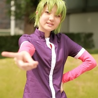 Japanese cosplayer dressed up as Ryuuji Midorikawa from the Inazuma Eleven (イナズマイレブン) video game series.
