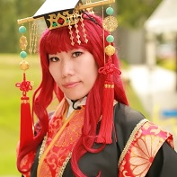 A female cosplayer dressed up as Yoko Nakajima from the The Twelve Kingdoms (十二国記) light novels.