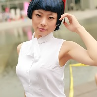 A good-looking Japanese cosplayer posing at the Comiket 78.