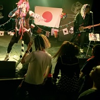 マイナス人生オーケストラ (Minus Jinsei Orchestra) performing in front of the fascinated audience.