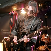 Guitarist Ucchi of Psydoll with Nekoi and Uenoyama/Loveless in the background.