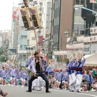 A dance group performs on one the large shopping streets at the Kōenji Awa Odori.
