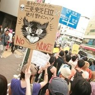 'Do not buy from the manufacturers of nuclear power plants Mitsubishi, Toshiba, Hitachi!' (原子プラントメーカー - 三菱、東芝、日立 - 絶対買わにゃい!).