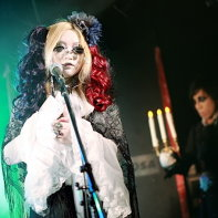 The supporting singer of Remnant with Rober__tJ in the back.