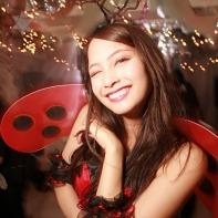 A female ladybug in the white room of Shibuya's Trump Room.