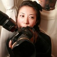 Japanese photographer Naomi posing with her camera.