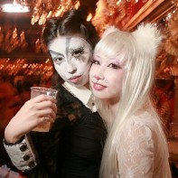 Friends Shōko and Reiko costumed as black and white cats.